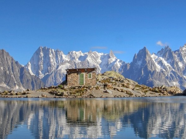 THE COMPLETE TOUR OF MONT BLANC