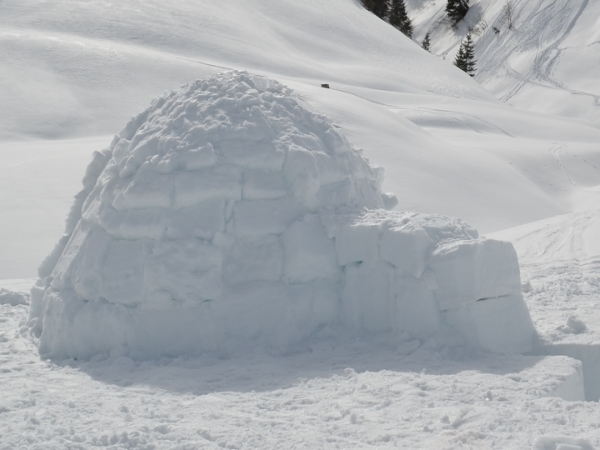 IGLOO WEEKEND IN THE ABONDANCE VALLEY